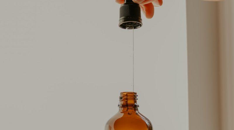 L'huile de ricin : des bienfaits pour les ongles, mais pas uniquement !